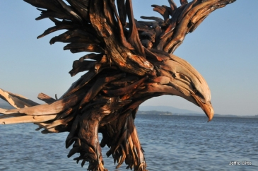 Eagle sculpture by Jeffro Uitto